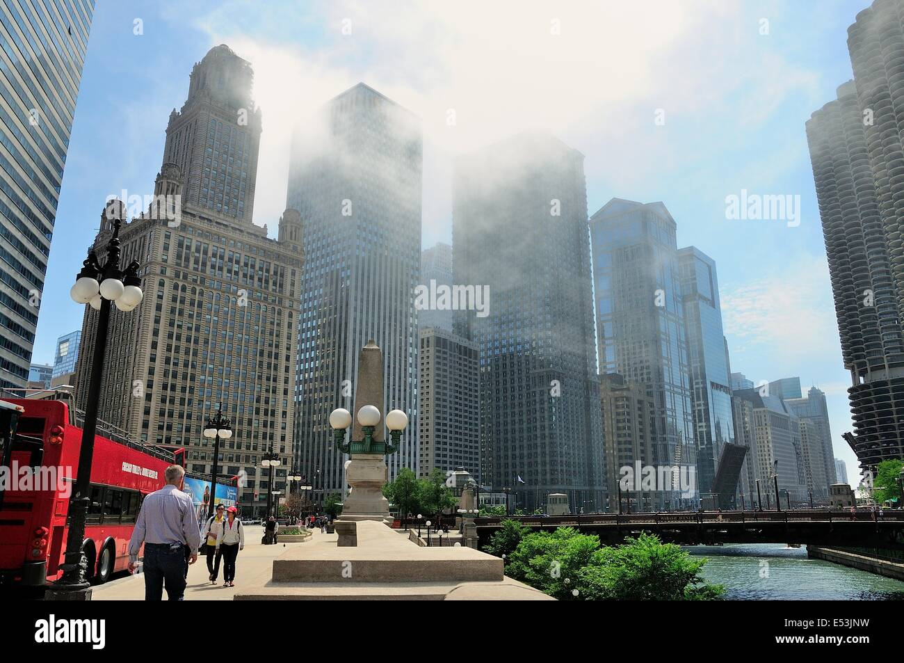 Chicago's River Walk park along the Chicago River. - Stock Image