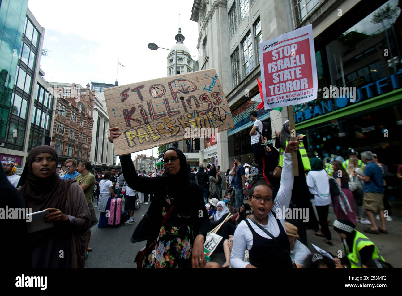 London UK. 19th July 2014.  Protesters with placards during a rally outside the Israel embassy in London to show - Stock Image
