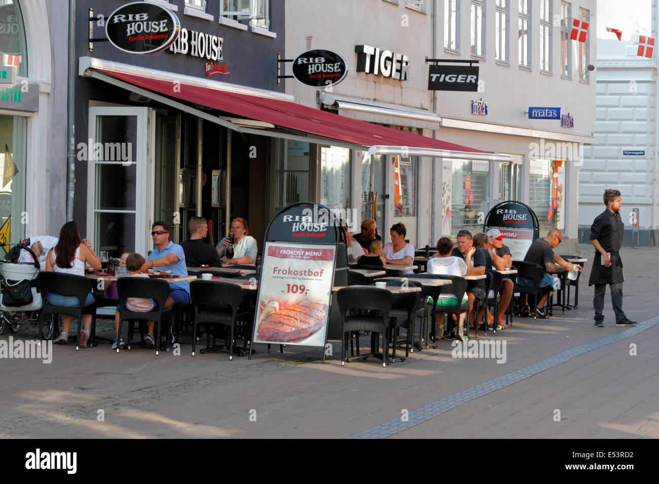 Restaurant Rib House on Stengade in Elsinore / Helsingør on a late summer afternoon - Stock Image