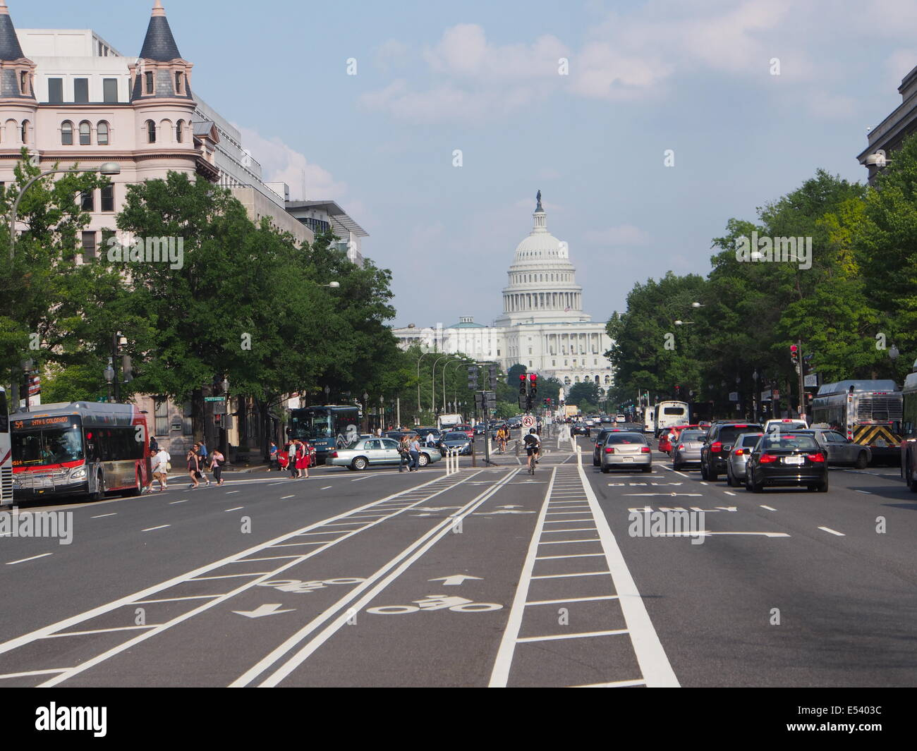 Washington separated bike lane in the middle of Pennsylvania Avenue - Stock Image