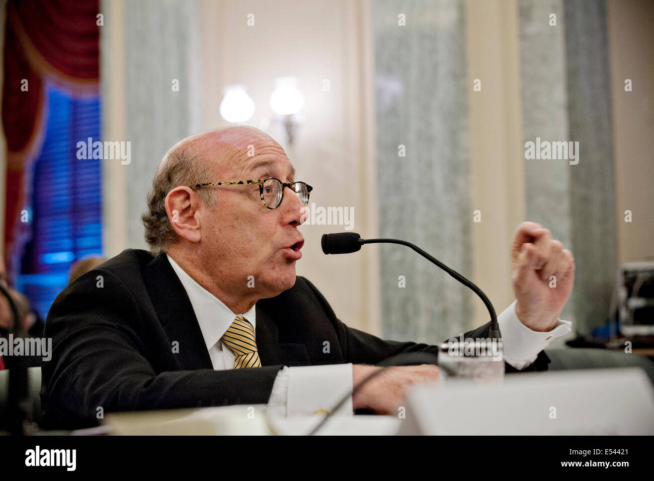 Compensation specialist Kenneth Feinberg testifies during a Senate hearing on the GM ignition switch problem and - Stock Image