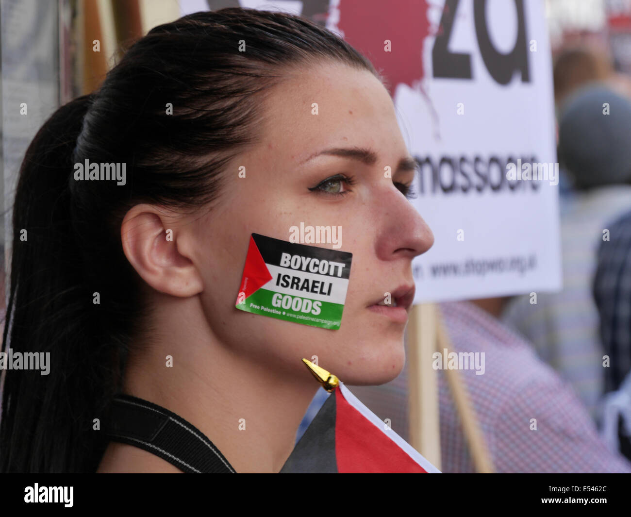 Boycott Israel Thousands of pro-Palestinian protesters gather opposite the Israeli Embassy in London.  July 2014 - Stock Image