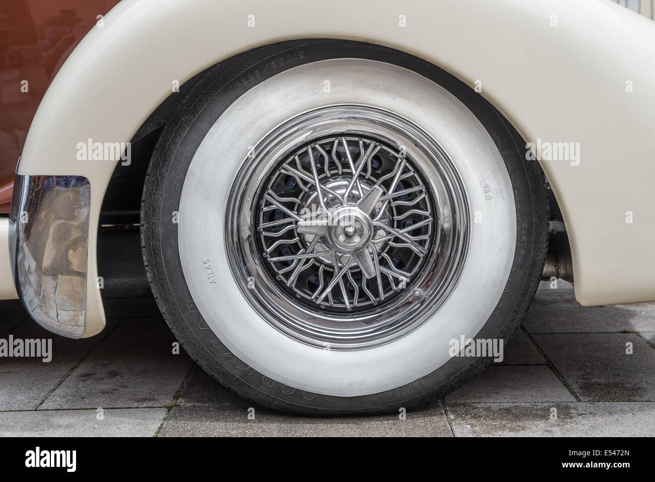 Vintage tire on the Auburn 851 Supercharged speedster - Stock Image