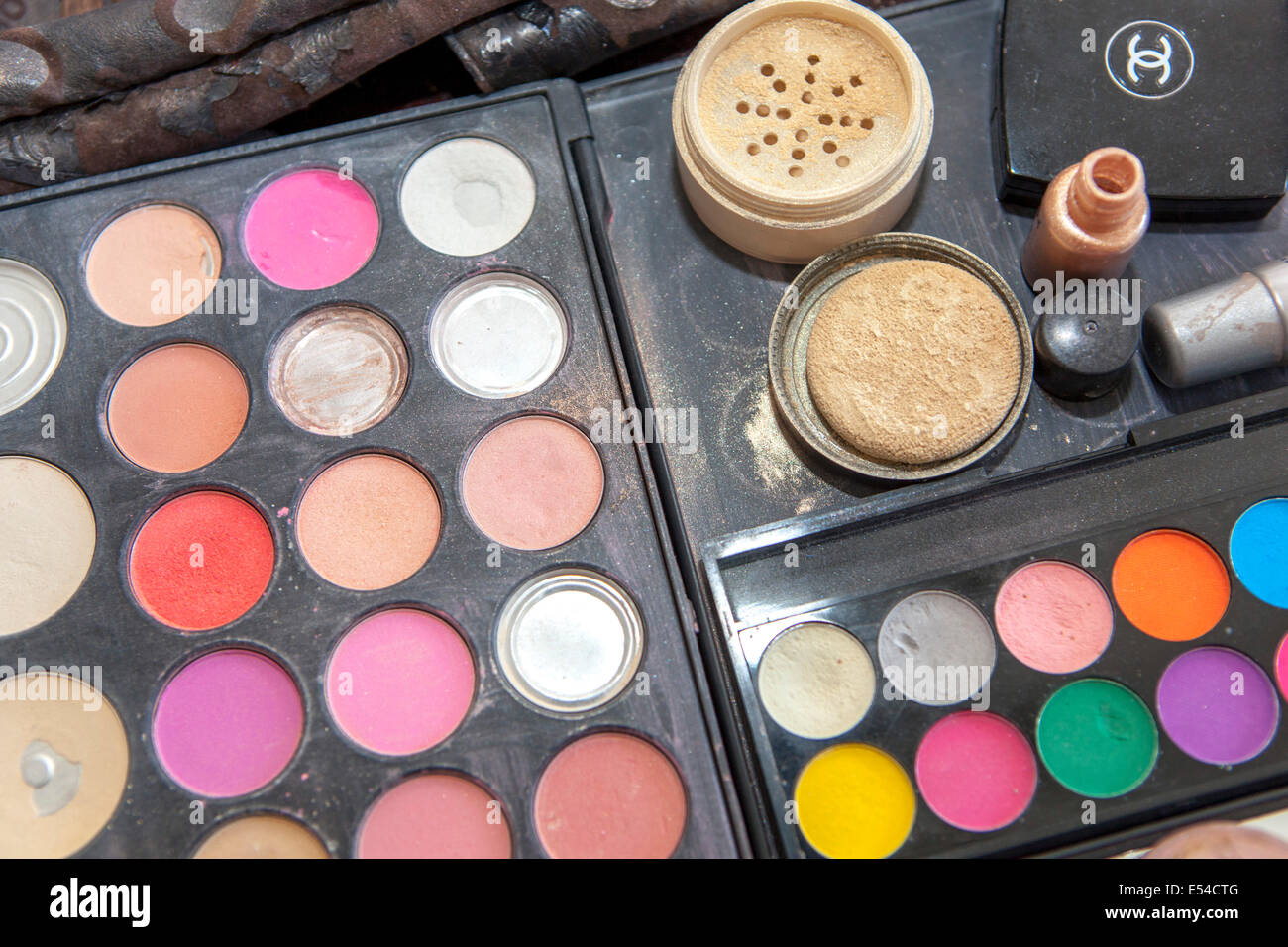 Closeup of an eyeshadow palette - Stock Image