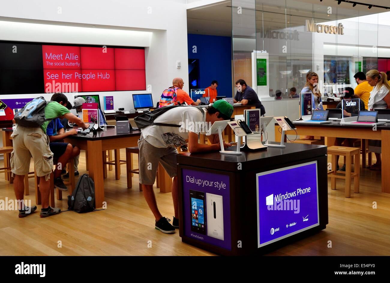 64320b6eddc Microsoft Store Stock Photos   Microsoft Store Stock Images - Alamy