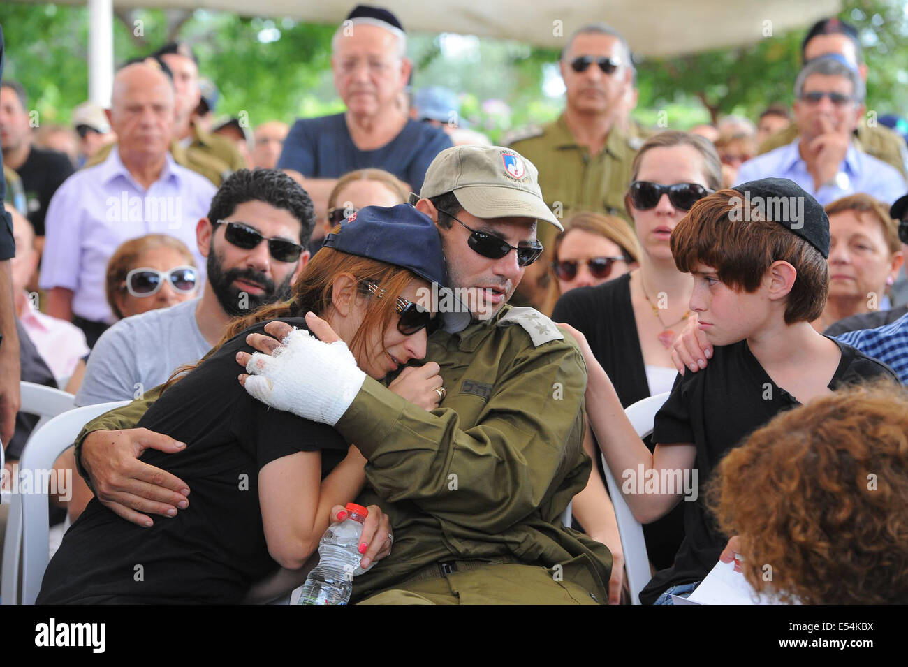 Gaza Border, Israel. 20th July, 2014. Sagit, the wife of Major Amotz Greenberg, a 45-year-old reserve soldier killed - Stock Image