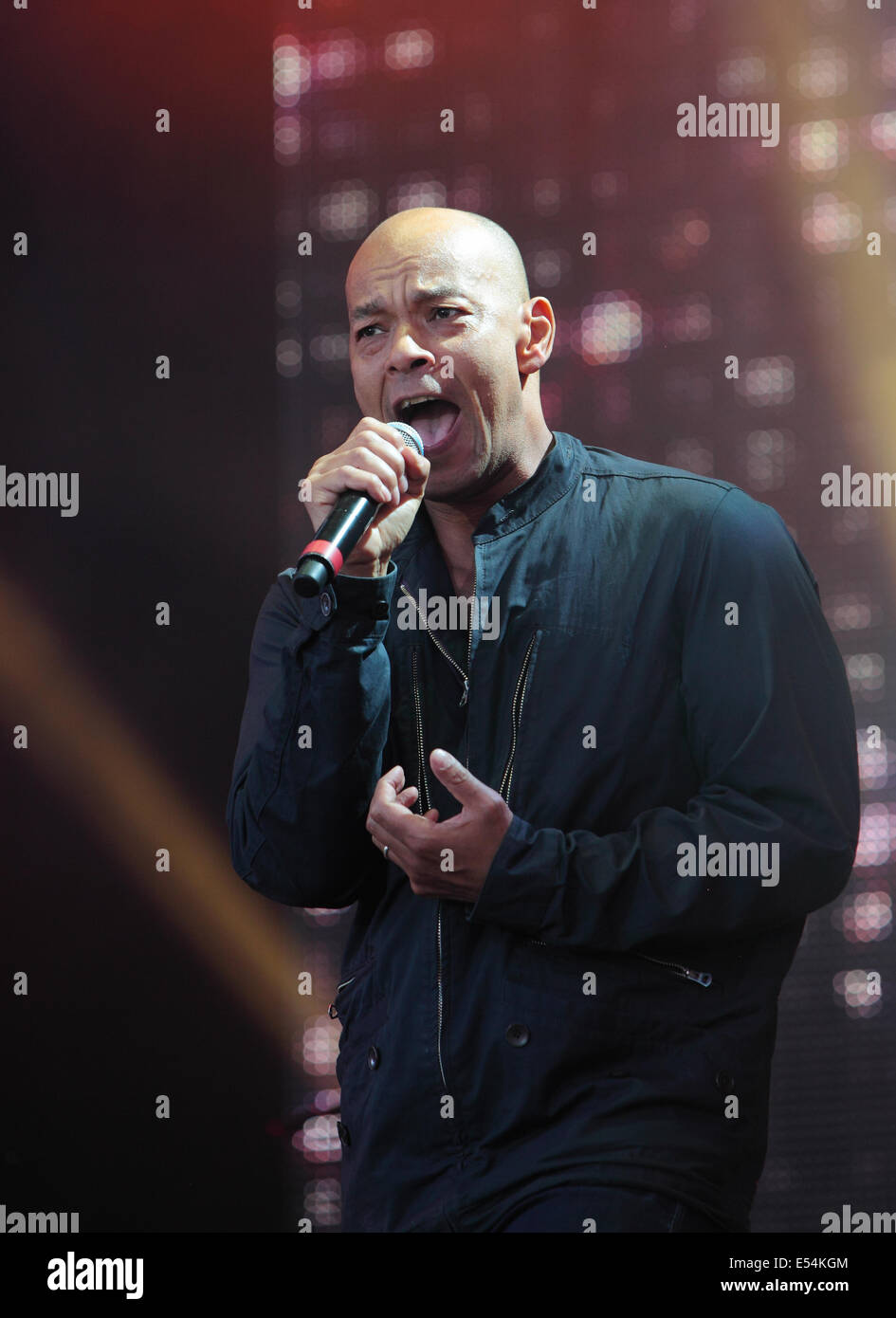 Perth scotland 20th july 2014 20th july 2014 roland gift of roland gift of the fine young cannibals plays the rewind scotland festival scone palace perth sunday 20th of july 2014 credit derek allanalamy live negle Image collections