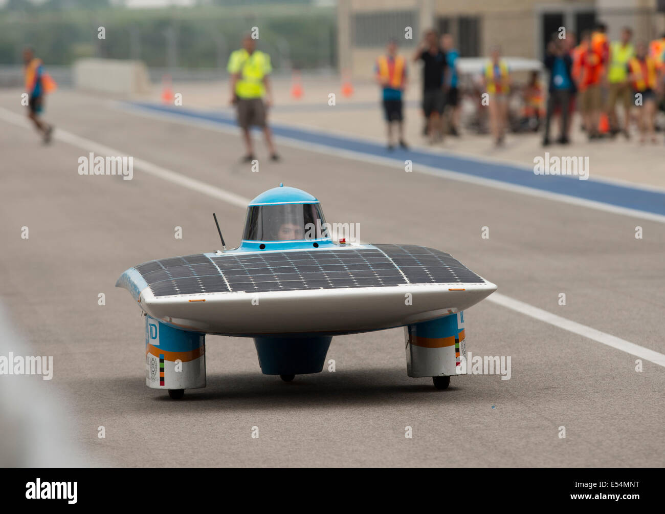 A driver from Polytechnique Montreal heads down pit row during a qualifying  race for 1,700-mile American Solar - Stock Image