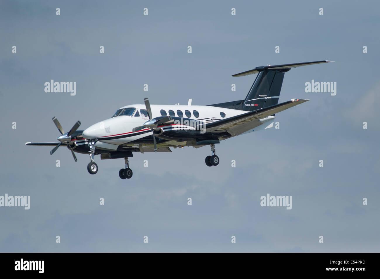 Raytheon B200 King Air landing at Farnborough Airport - Stock Image