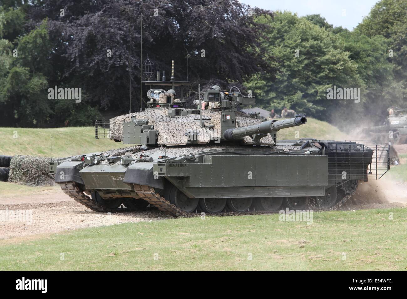 a67e95bc3550 Challenger 2 Megatron TES - Bovington Tankfest 2014 Stock Photo ...