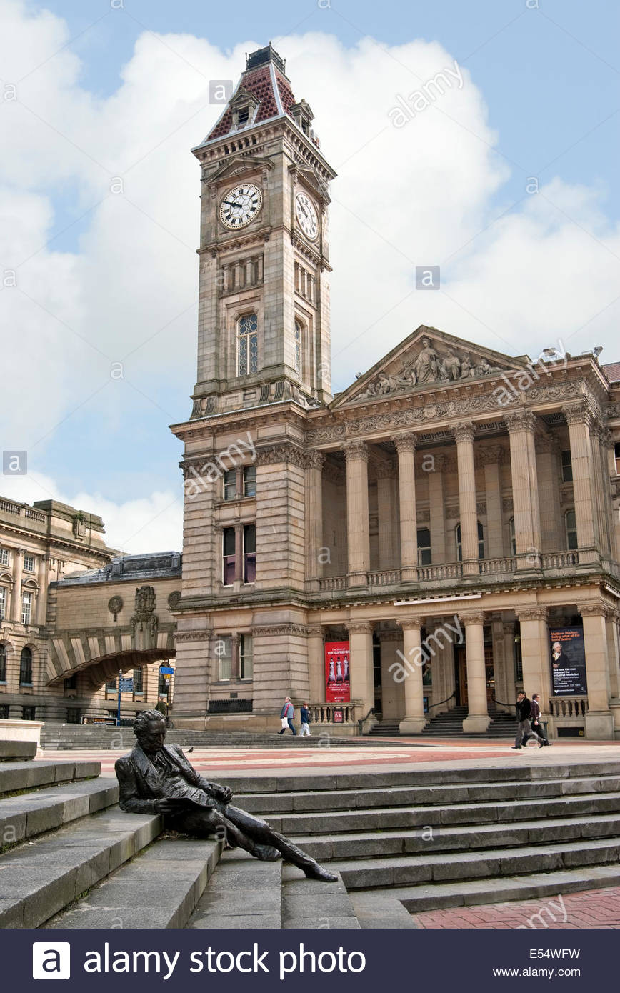 Thomas Attwood Statue and Birmingham Museum & Art Gallery at the Chamberlain Square in Birmingham, England. - Stock Image