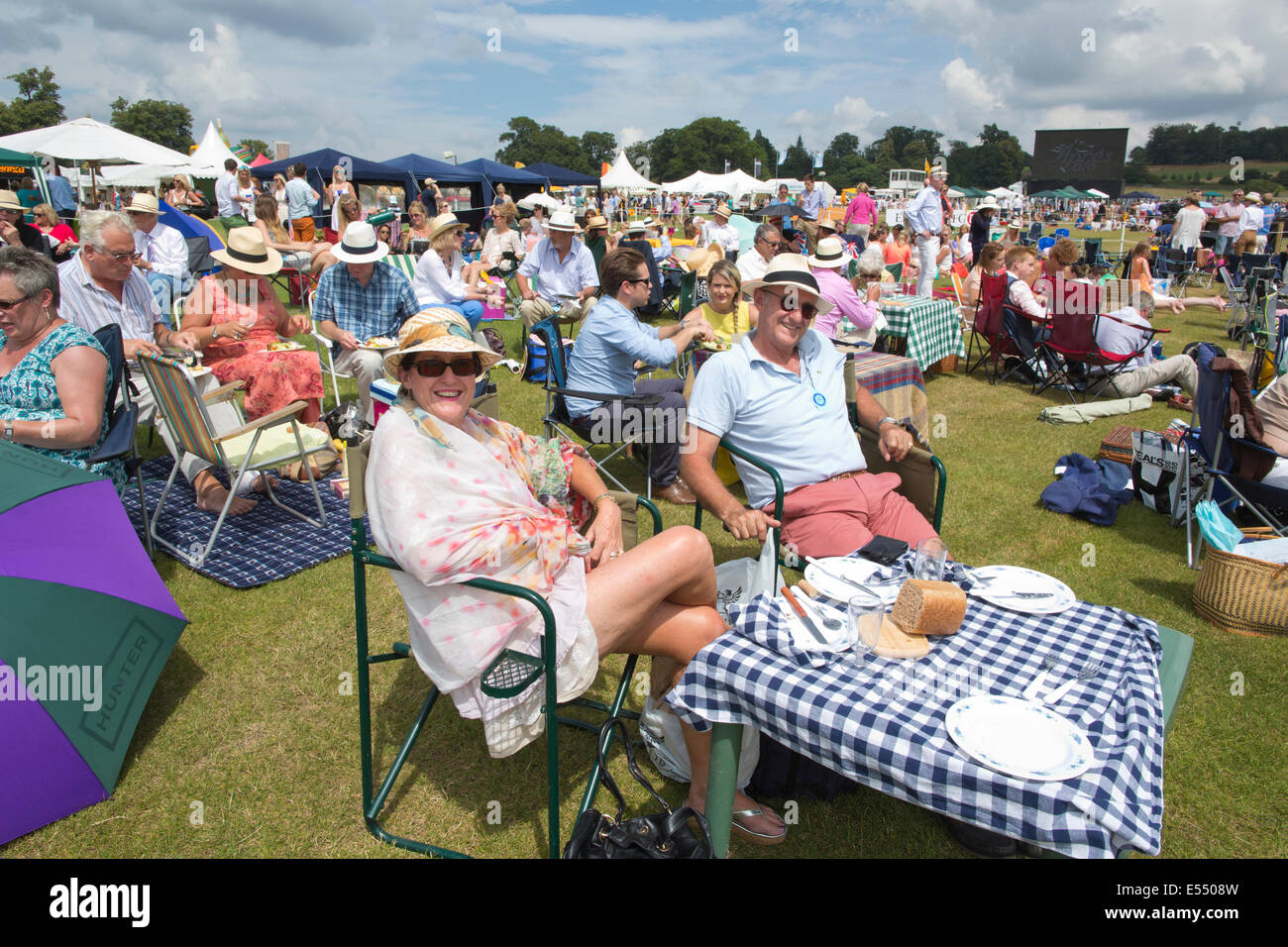 Spectators enjoy picnics at Veuve Clicquot Gold Cup, British Open Polo Championship, Cowdray Park Polo Club, Midhurst - Stock Image
