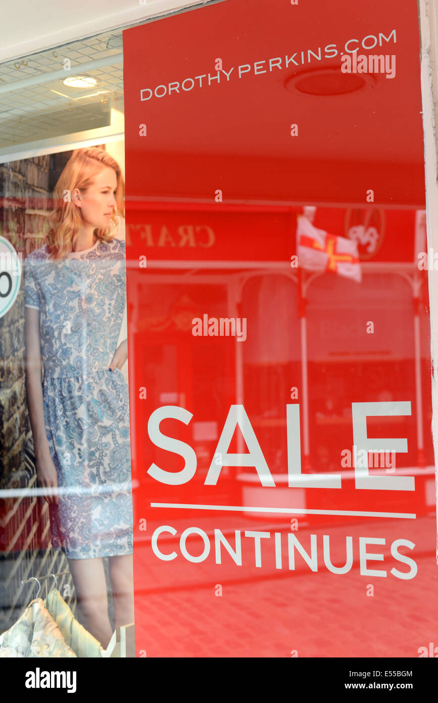 Dorothy Perkins sale sign in window display - Stock Image