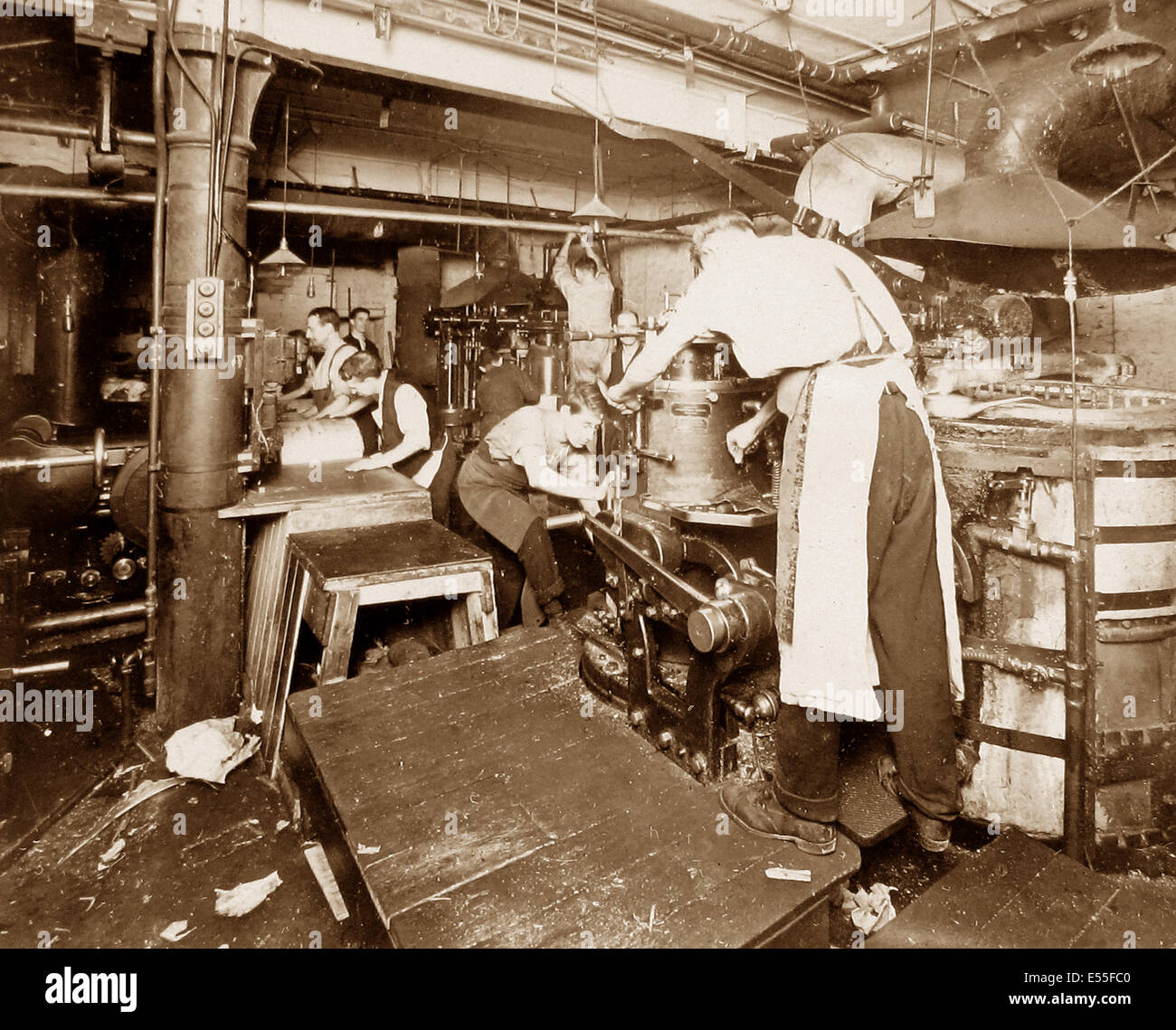 Publishing the Liverpool Express and Weekly Courier - Plate Casting early 1900s - Stock Image