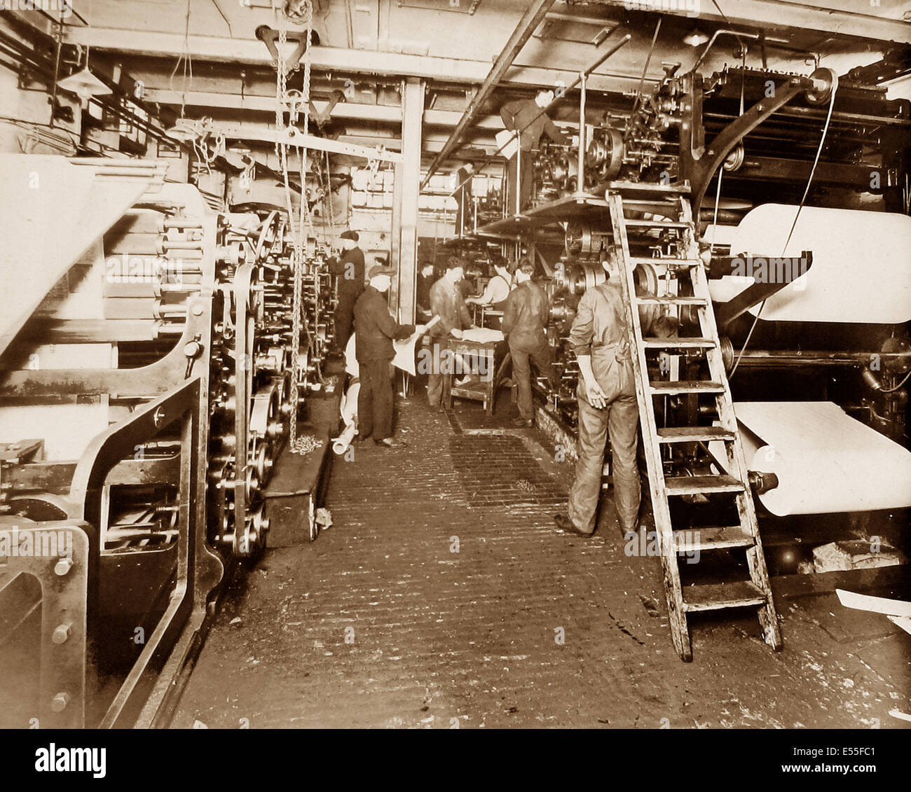 Publishing the Liverpool Express and Weekly Courier - Printing Presses early 1900s - Stock Image
