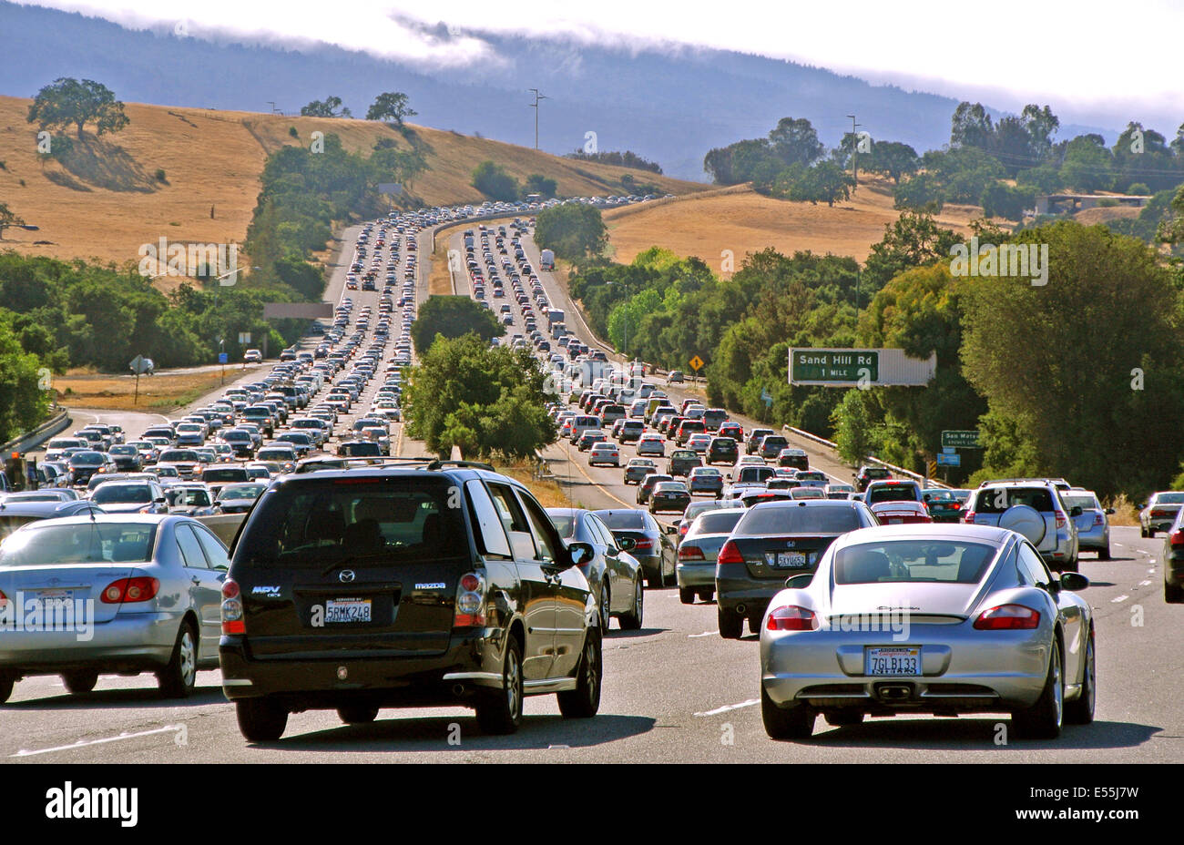 280 freeway from San Jose to San Francisco in San Mateo County is crowed both north and south with the evening commute - Stock Image