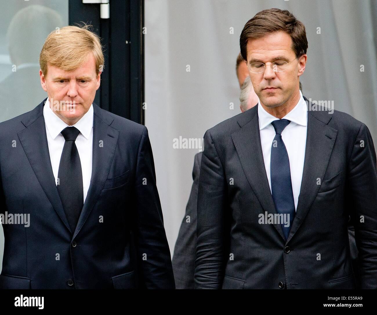 Maurits Hendriks Netherlands Prime Minister Mark Rutte L: Dutch King Willem-Alexander (L) And Prime Minister Mark