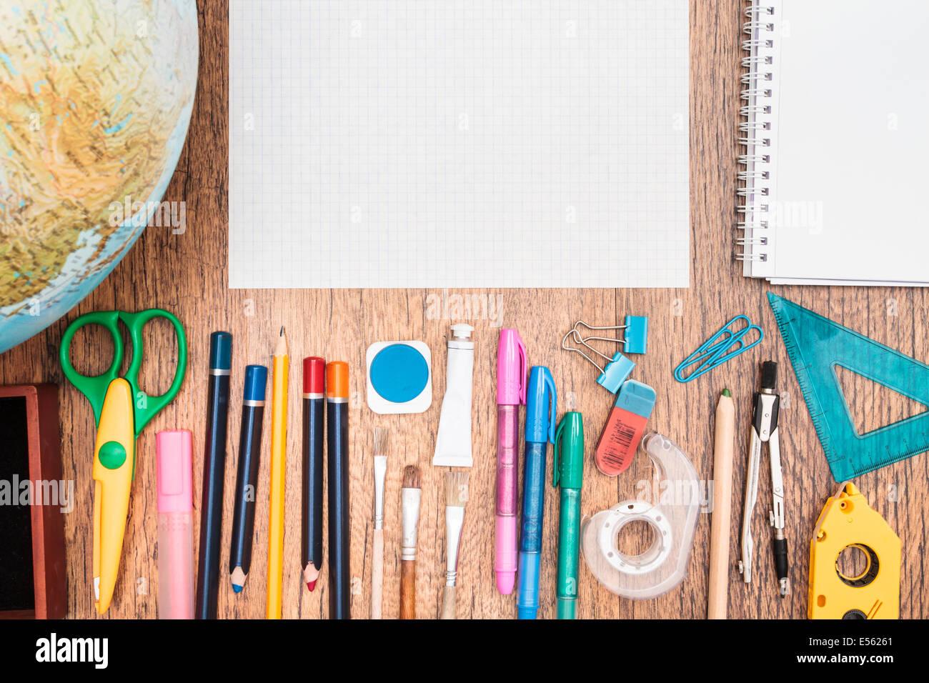 Merveilleux Top View Of School Accessories On A Desk