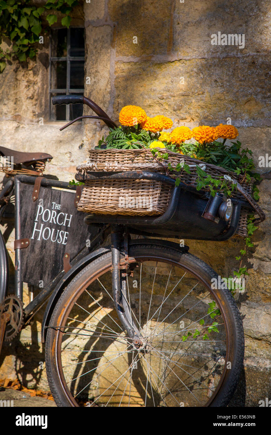 Bicycle parked outside The Porch House Pub and Inn, Stow-on-the-Wold, Gloucestershire, England Stock Photo