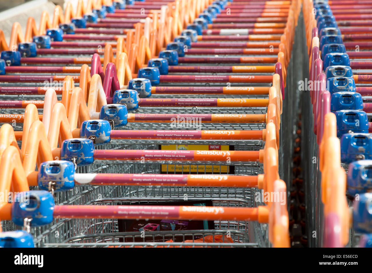 shopping trolley uk sainsburys stock photos shopping trolley uk sainsburys stock images alamy. Black Bedroom Furniture Sets. Home Design Ideas