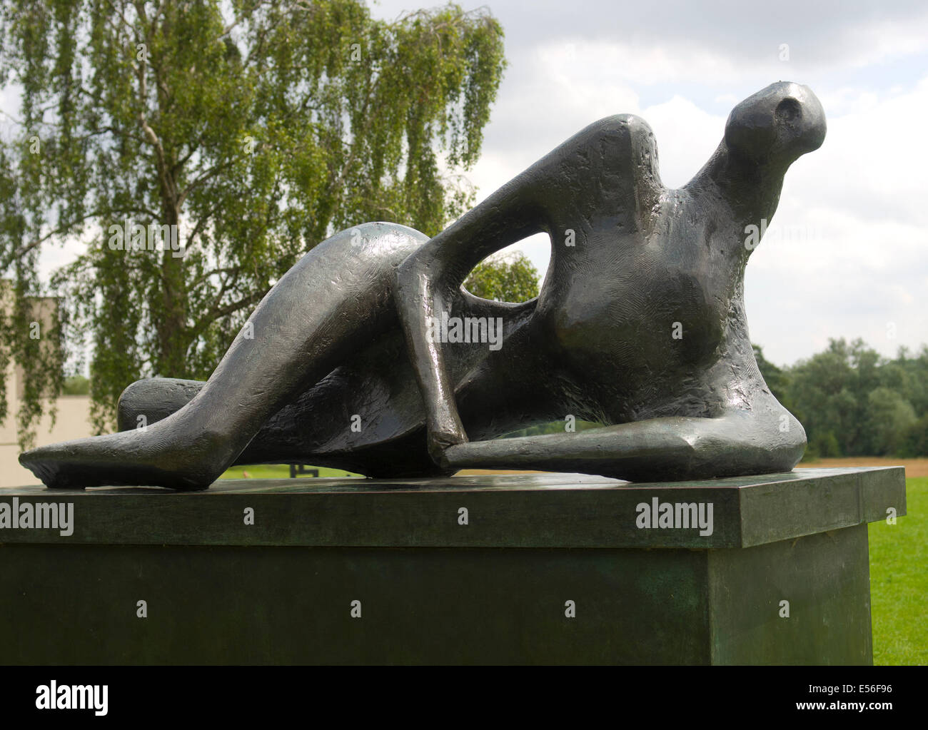 Bronze sculpture 1956-62 by Henry Moore sited by The Sainsbury Centre Norwich - Stock Image