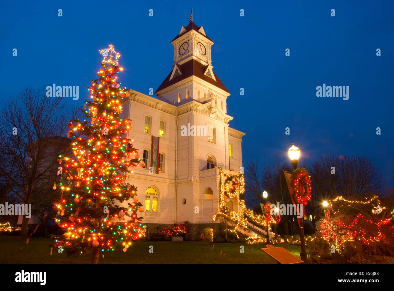 Christmas Lights Corvallis Oregon 2020 Benton County Courthouse with Christmas lights, Corvallis, Oregon