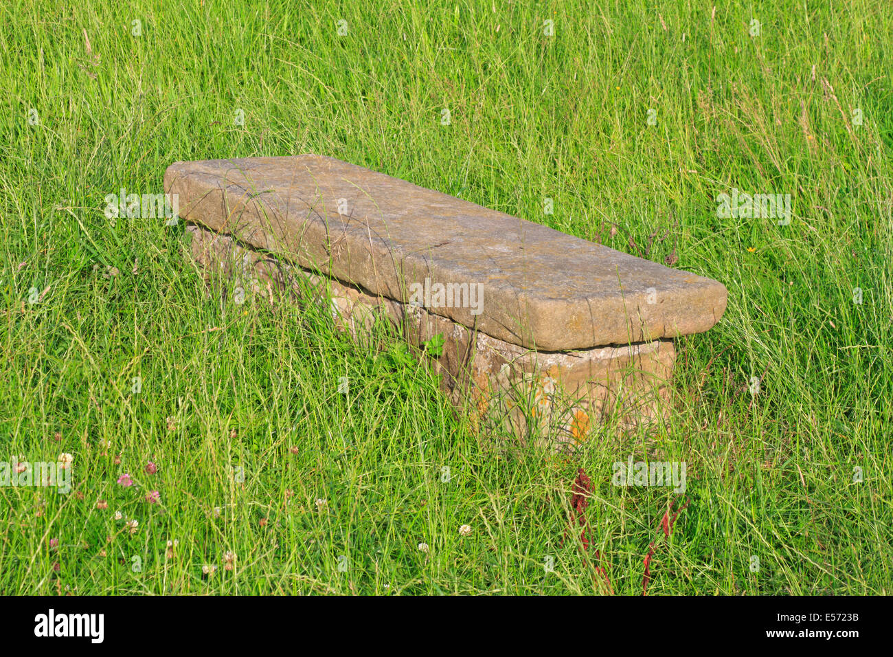 Humphrey Merrill's tomb in Eyam plague village, Derbyshire, Peak District National Park, England, UK. - Stock Image
