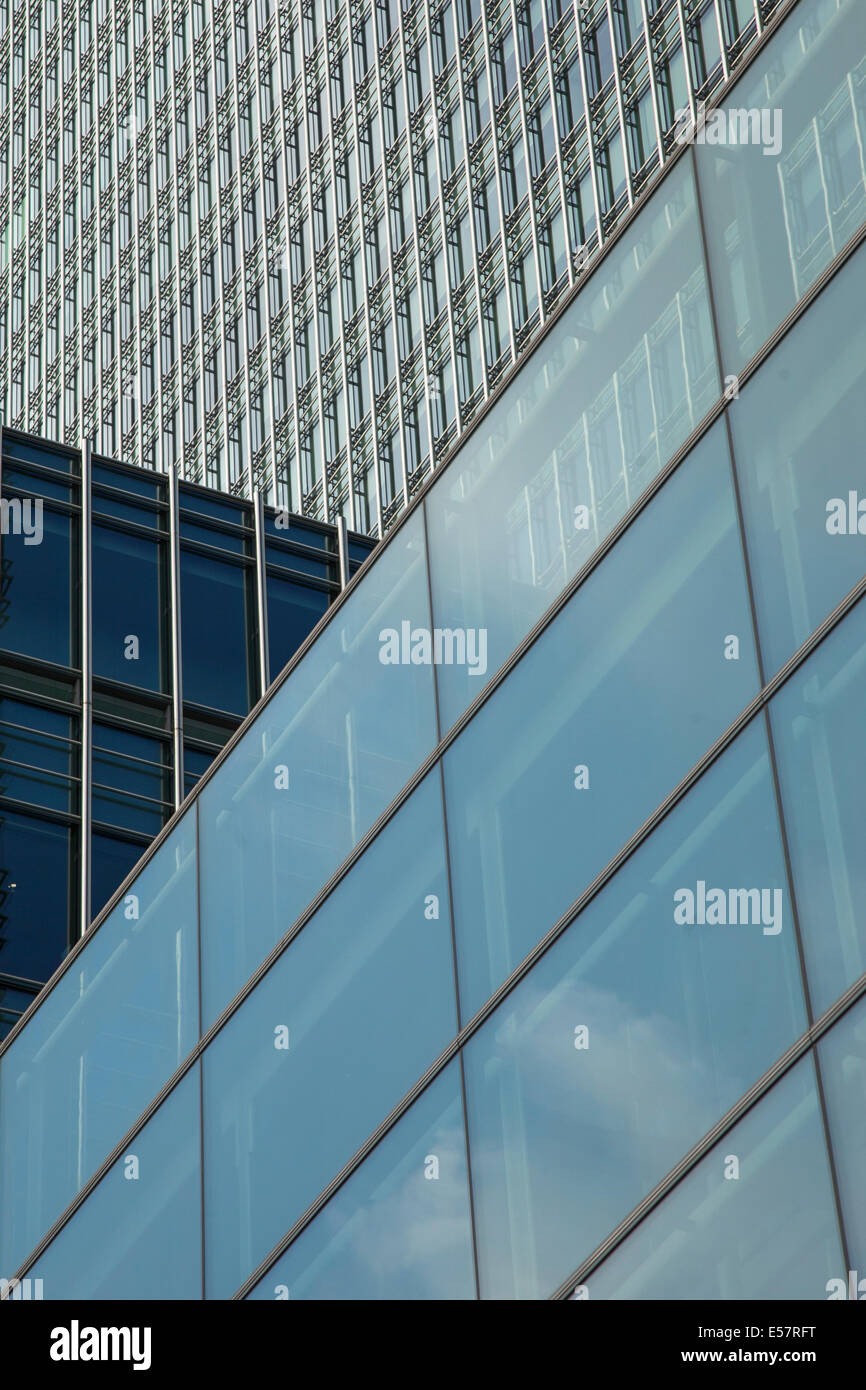 Canary Wharf, 25 Bank Street - detail of modern, contemporary architecture - Stock Image