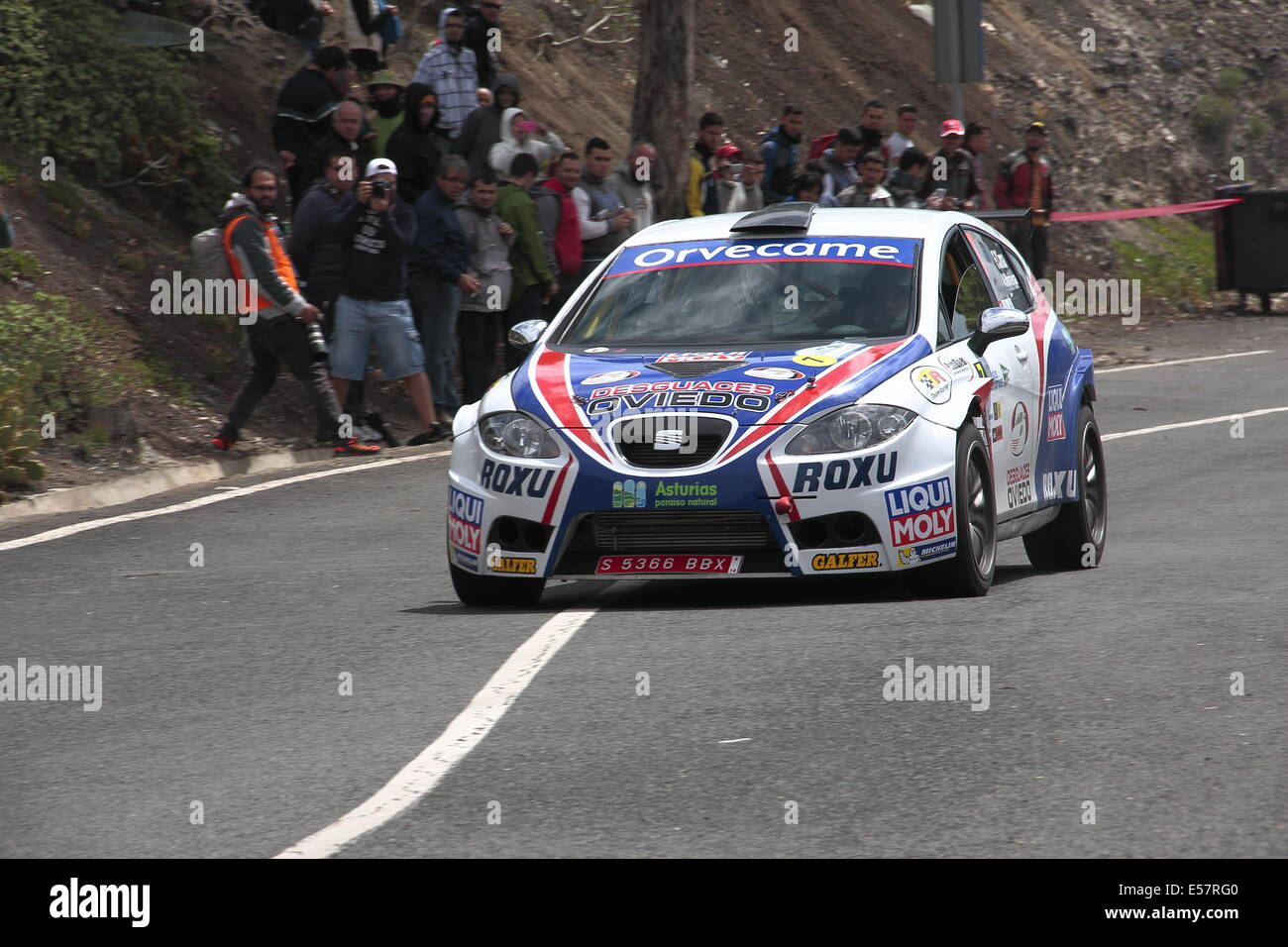 Spectators watching a Seat Leon rally competing in a special stage in the mountains of Gran Canaria, during the - Stock Image