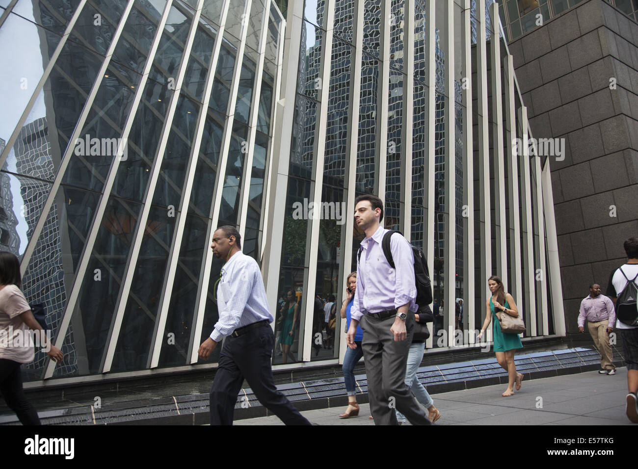 Sidewalk along E. 42nd St. in Manhattan, NYC. - Stock Image