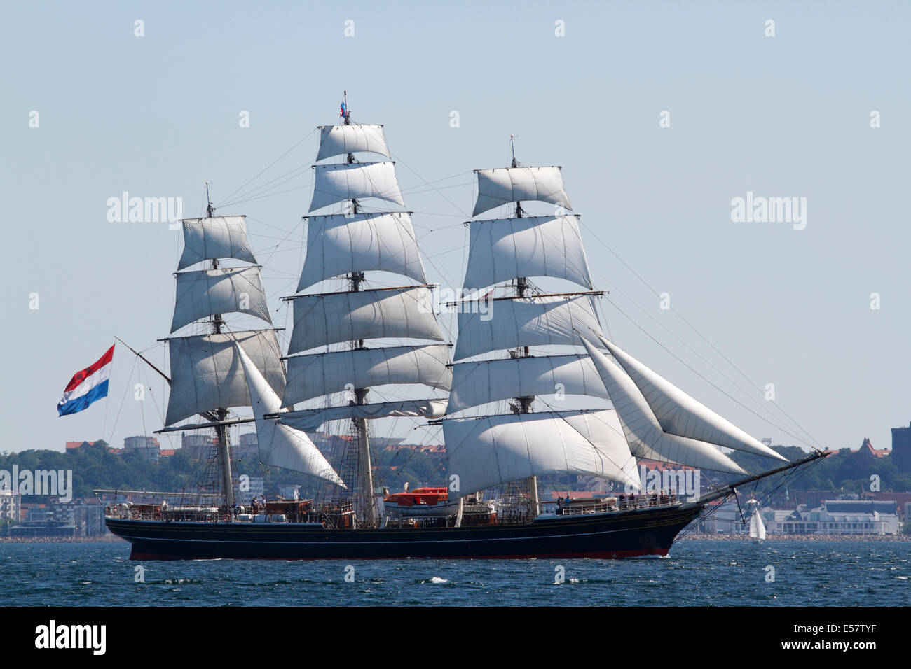 Stad Amsterdam, a Dutch three-masted clipper, passing Kronborg at Elsinore in the Sound, Øresund, between Denmark - Stock Image