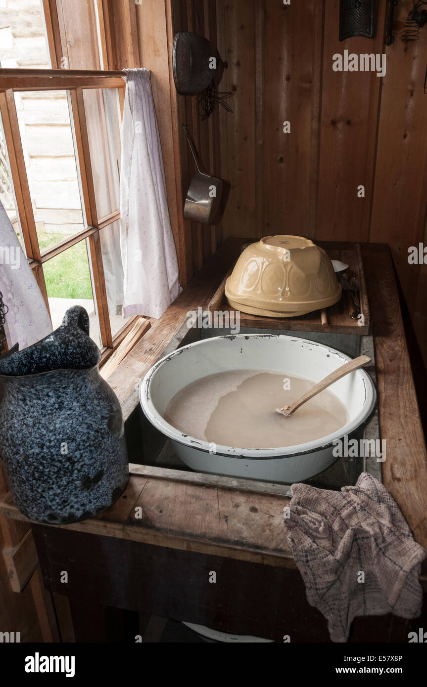 Elk203-3486v Canada, British Columbia, Fort St James National Historic Site, Murray House, 1884, kitchen sink - Stock Image