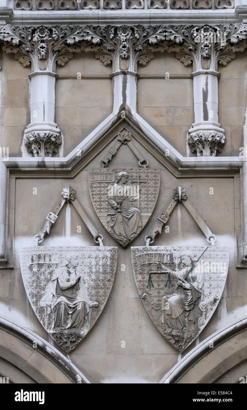London, England, UK. Royal Courts of Justice - detail on the northern facade, seen from Carey Street. Shields - Stock Image