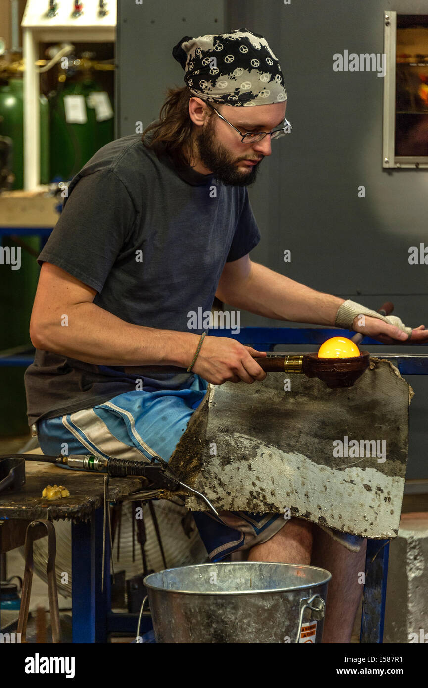 Glass artisan working with molten glass, Vermont, USA - Stock Image