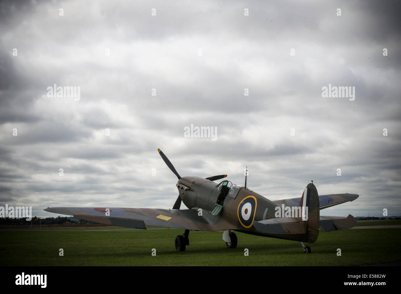 Mk1 Supermarine Spitfire P9374 Flying again after being restored.The Spitfire was shot down over Calais in 1940 - Stock Image