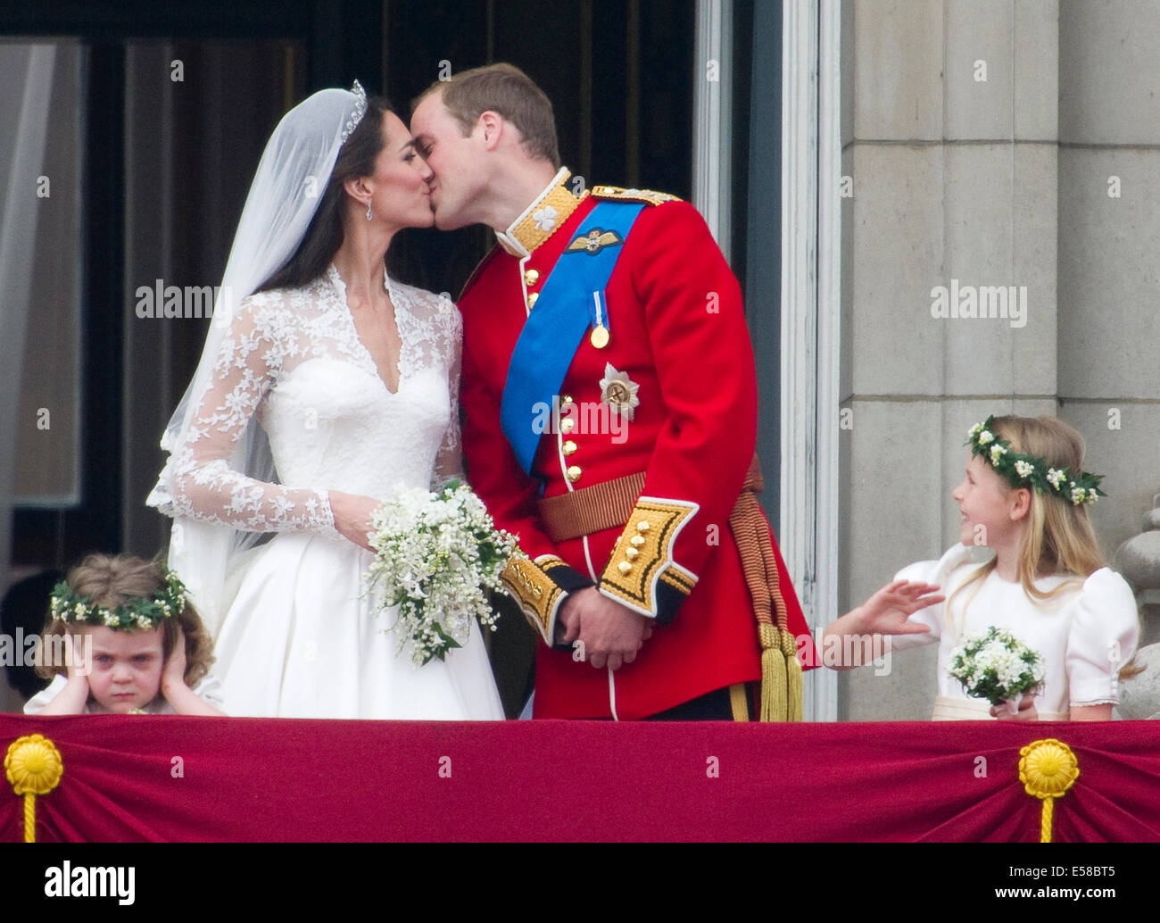 Royal Wedding Kiss.The Royal Wedding Kiss With Hrh Kate Duchess Of Cambridge