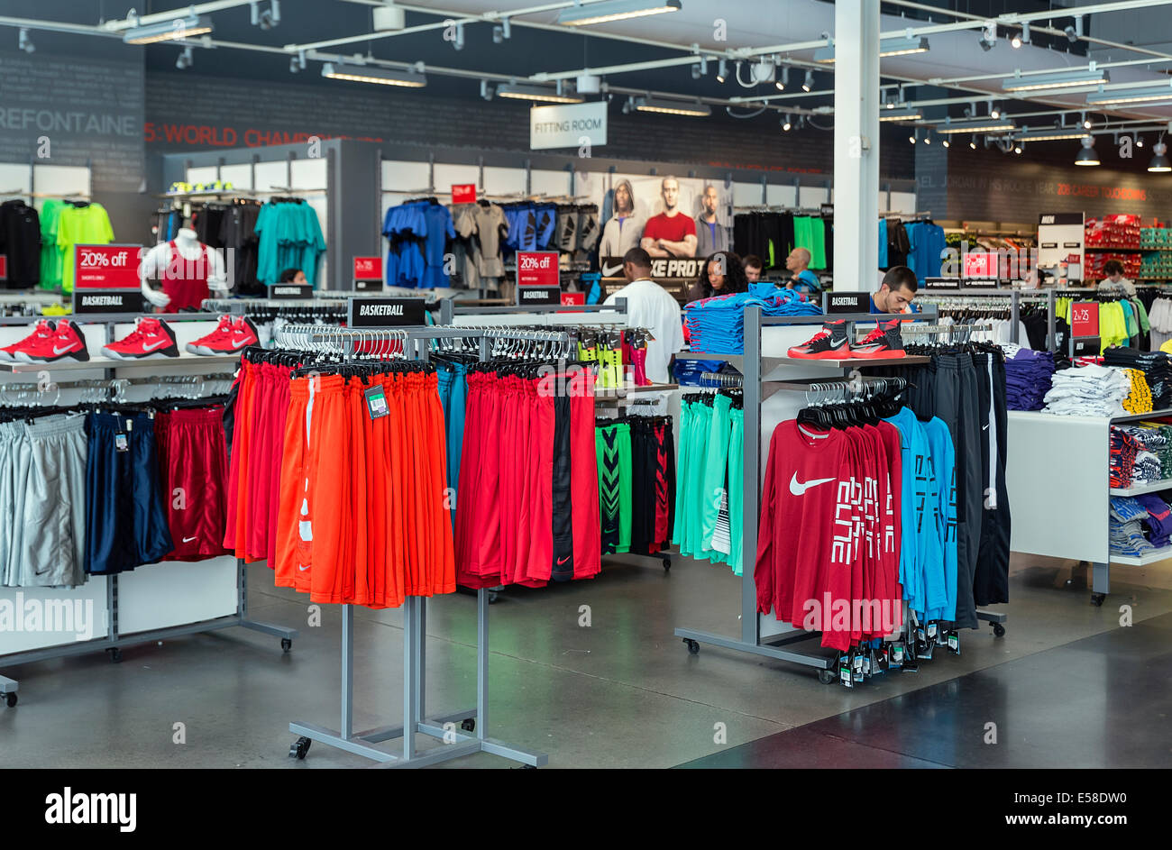 mejor autentico características sobresalientes modelado duradero Nike outlet store interior product displays Stock Photo: 72101260 ...