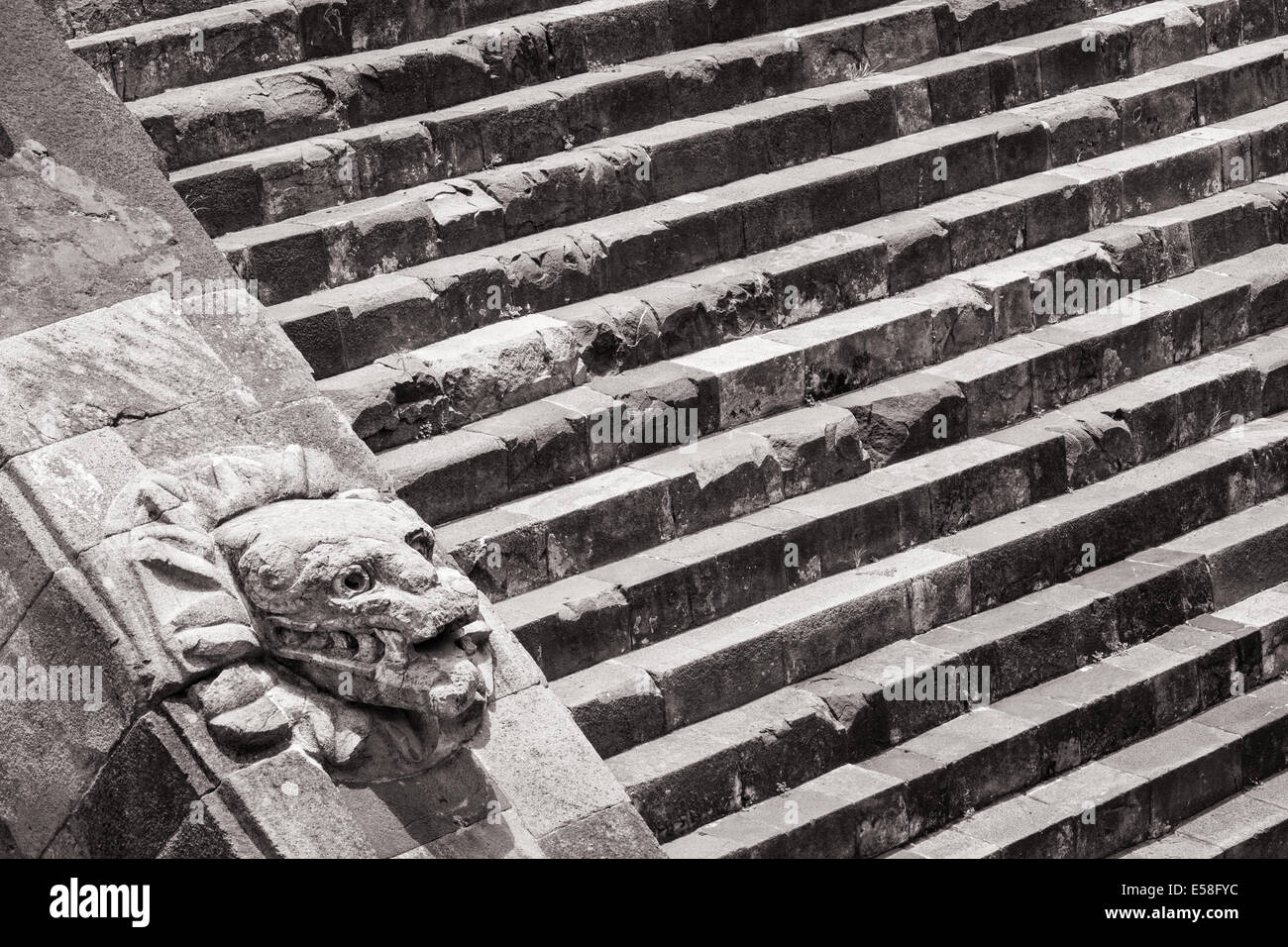 Monochrome image of a serpent head and steps at the temple of Quetzalcoatl, Teotihuacan, Mexico. - Stock Image