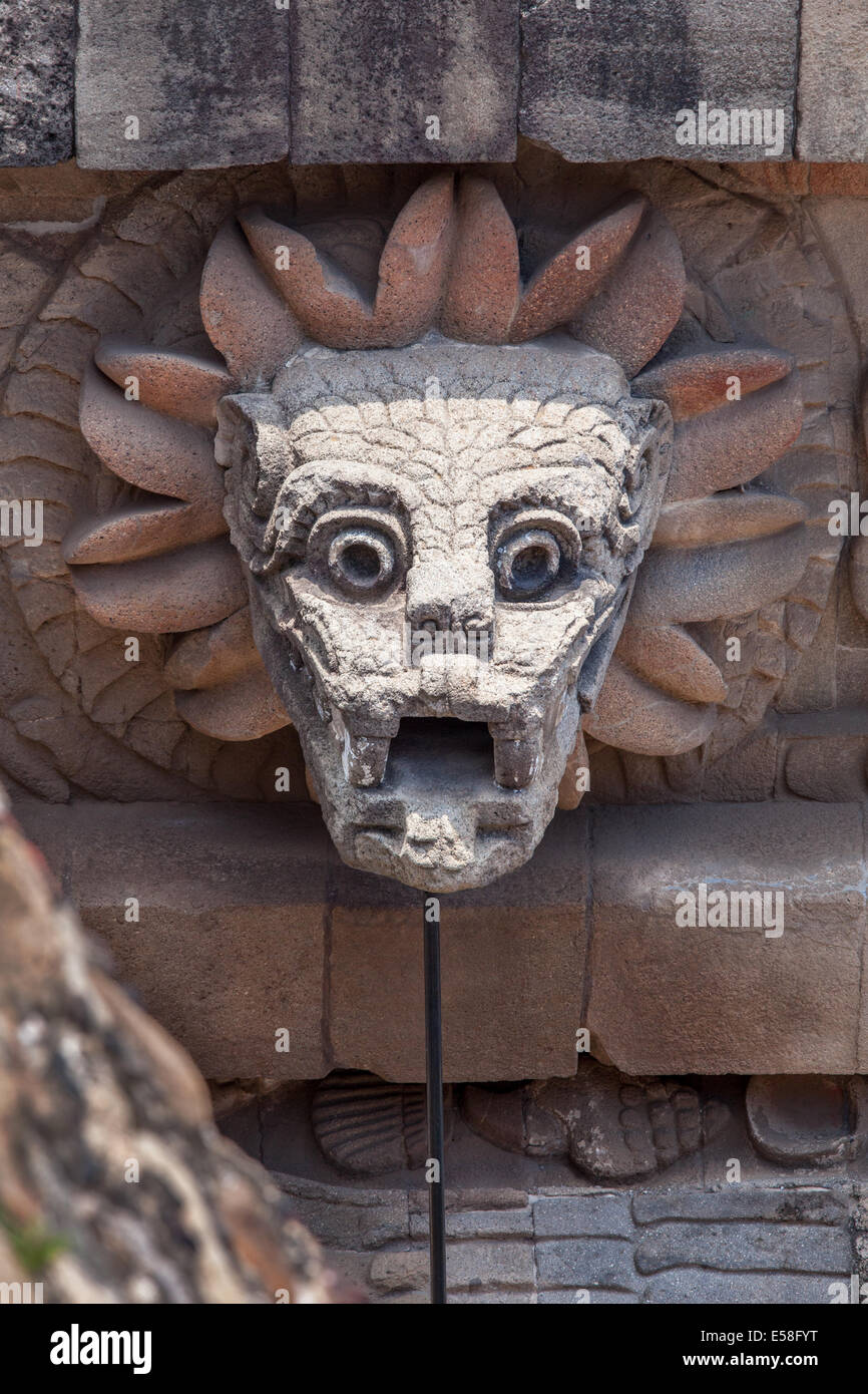 Serpent head on the temple of Quetzalcoatl at Teotihuacan, Mexico. - Stock Image