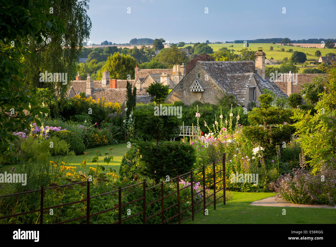 Garden above the rooftops of Burford, the Cotswolds, Oxfordshire, England - Stock Image