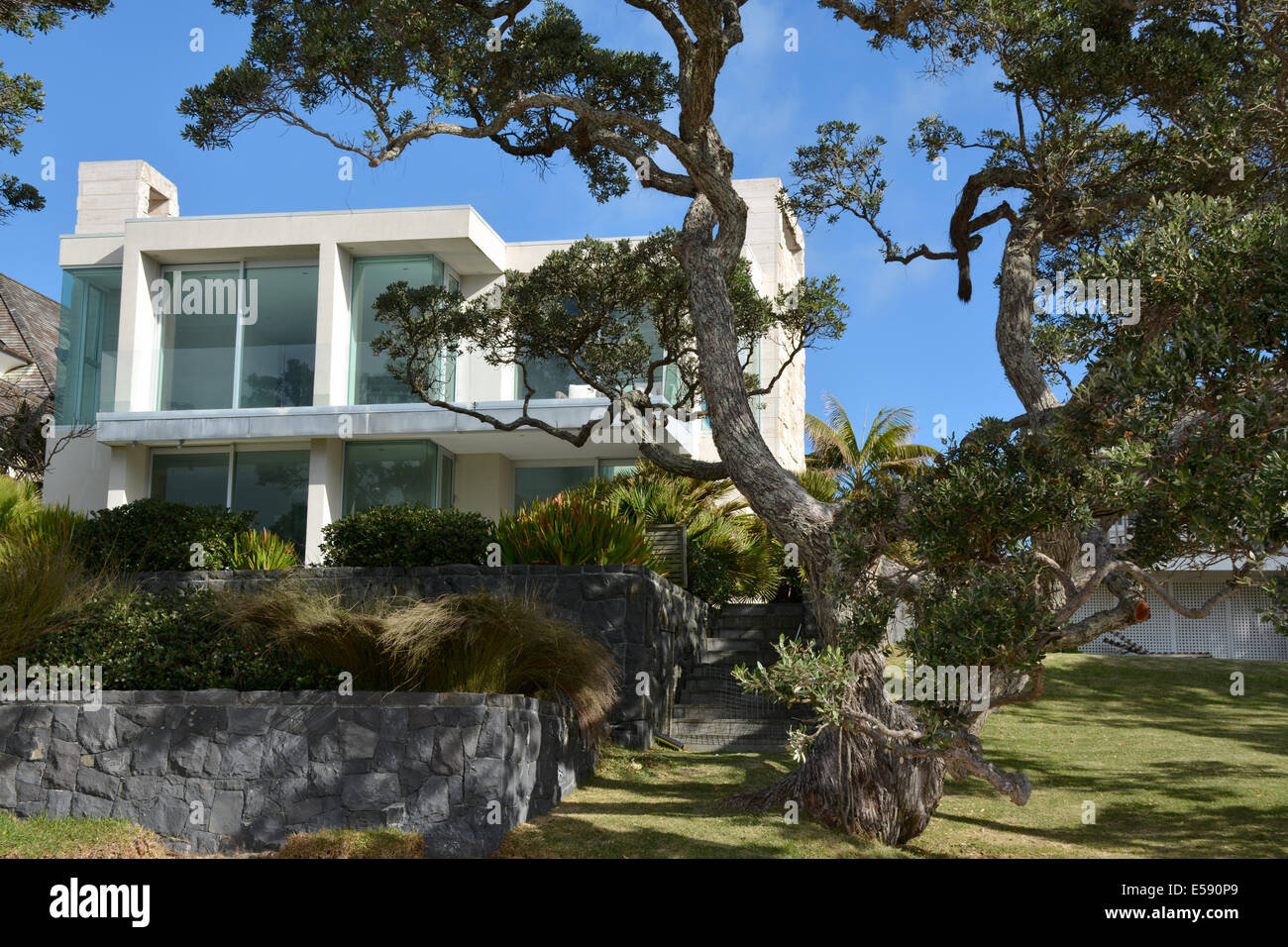 Bright modern villa in Takapuna Beach, Auckland, New Zealand Stock Photo