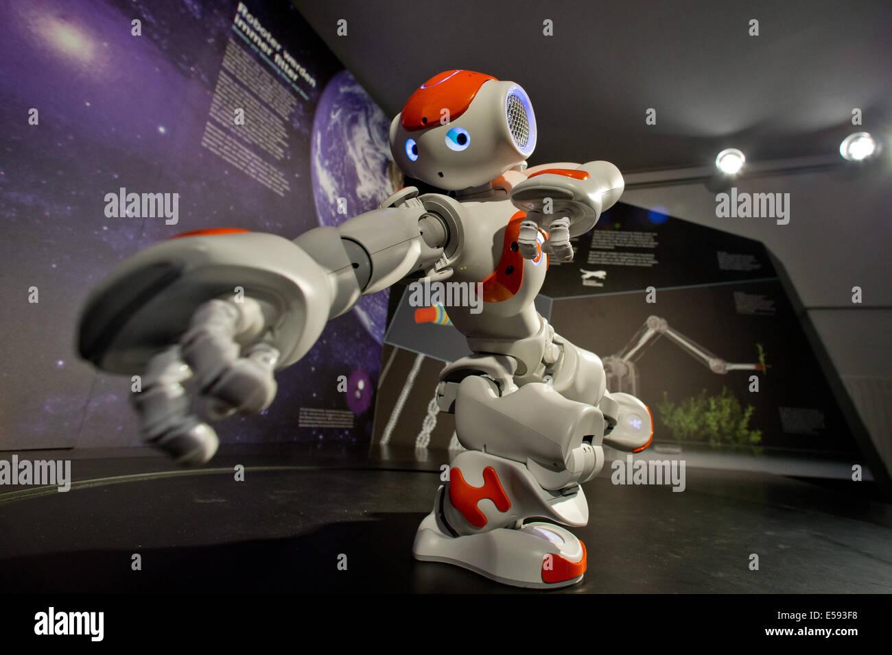 Nuremberg, Germany. 23rd July, 2014. The humanoid robot Nao dances in the new 'Bionicum' in the Tiergarten - Stock Image