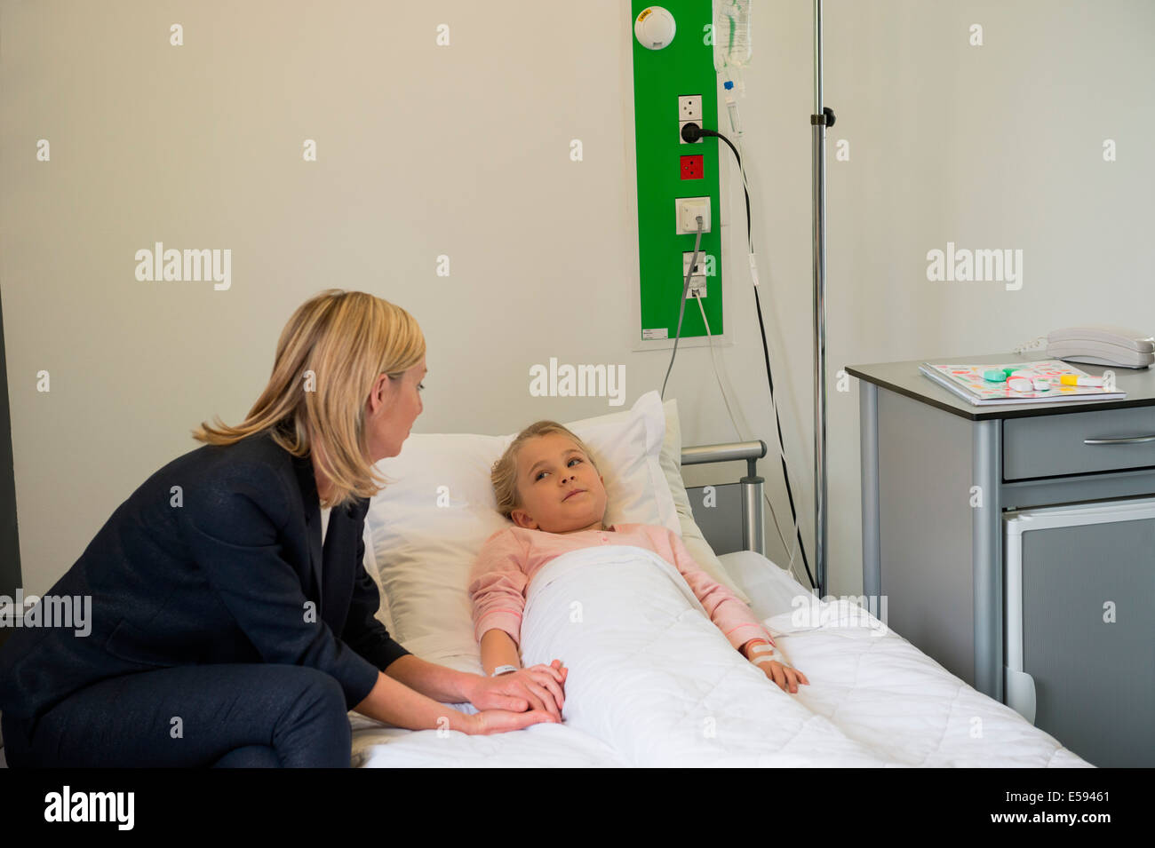 Mother visiting daughter in hospital - Stock Image