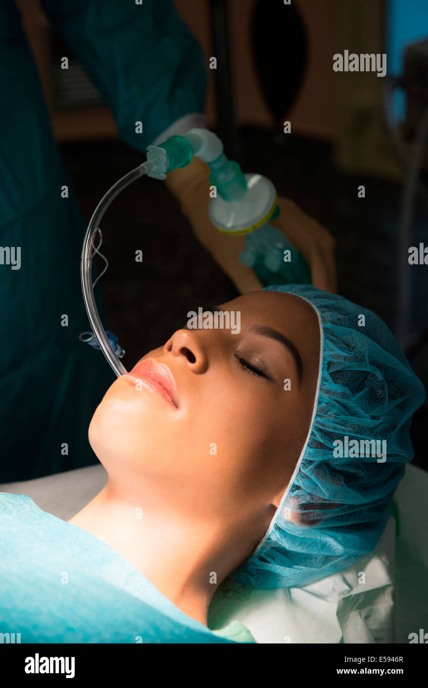 Patient with oxygen mask in an operating room - Stock Image