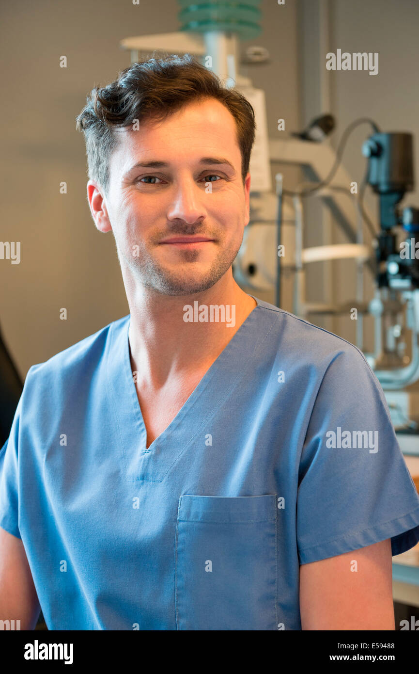 Male doctor with eye test equipment - Stock Image