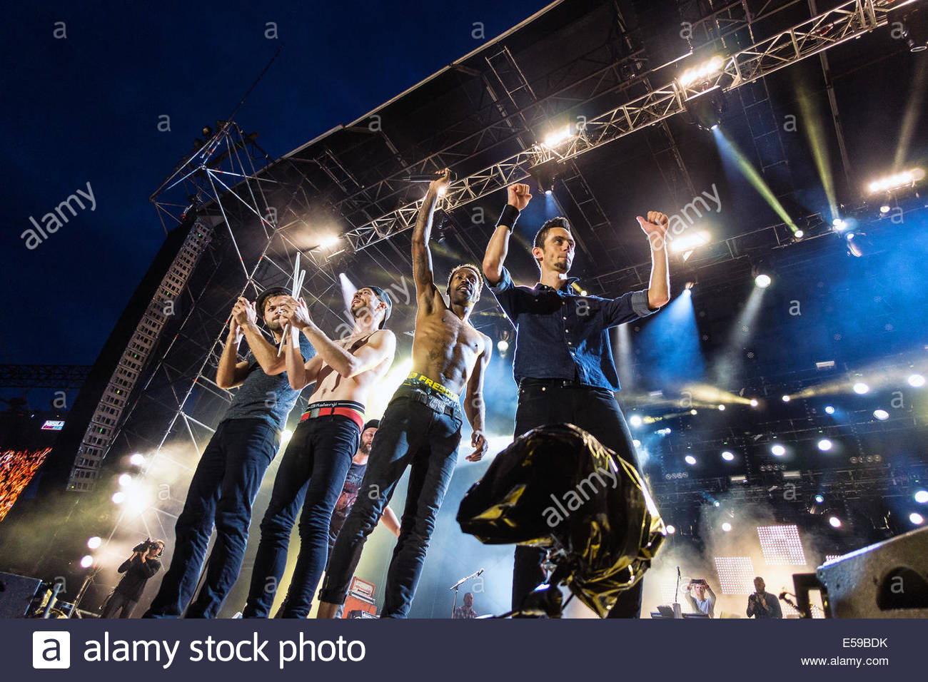 Skip the Use performing live - Stock Image
