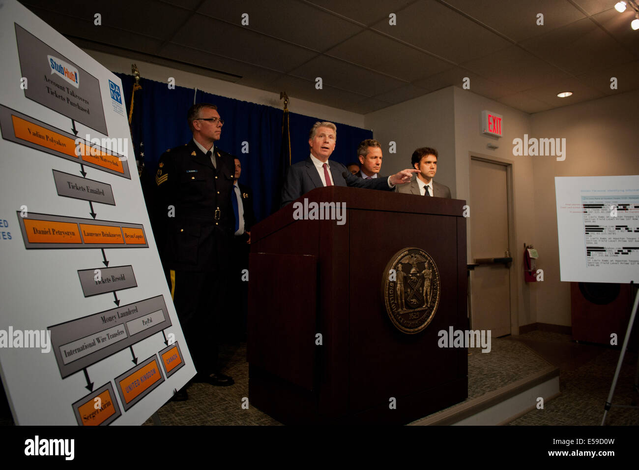 Manhattan, New York, USA. 23rd July, 2014. Manhattan District Attorney CYRUS VANCE with other international and - Stock Image
