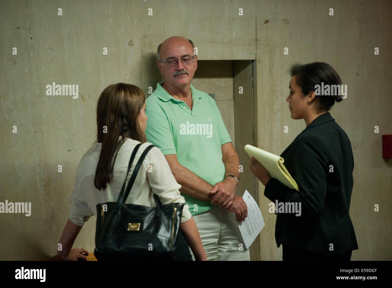 Manhattan, New York, USA. 23rd July, 2014. The unidentified father of Daniel Petryszyn outside the courtroom following - Stock Image