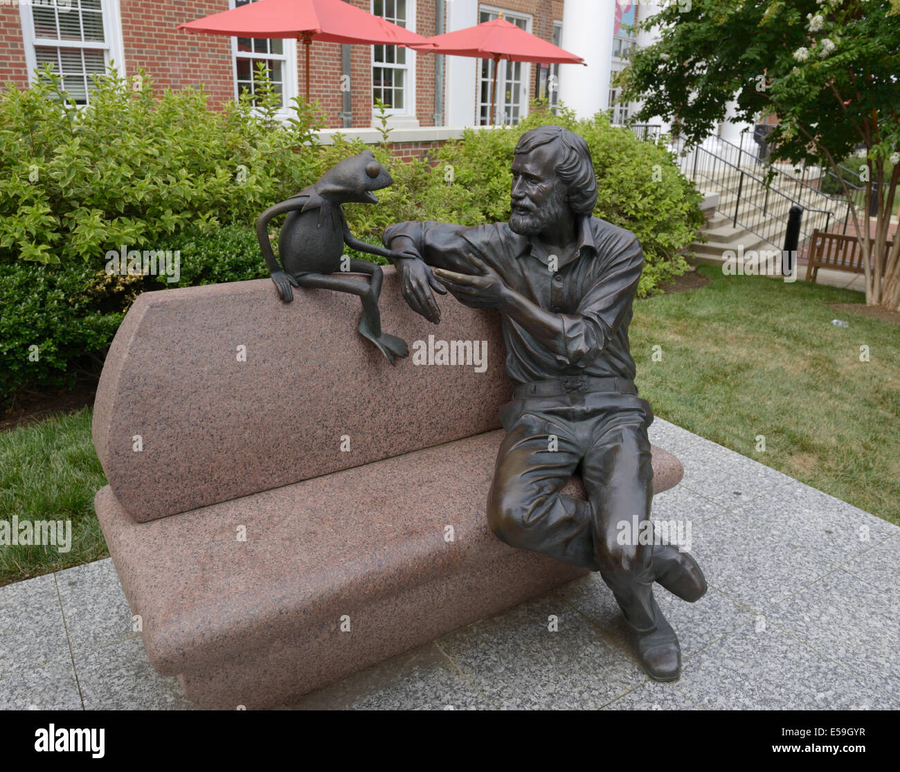 Bronze statue of Jim Henson and Kermit, University of Maryland, College Park - Stock Image