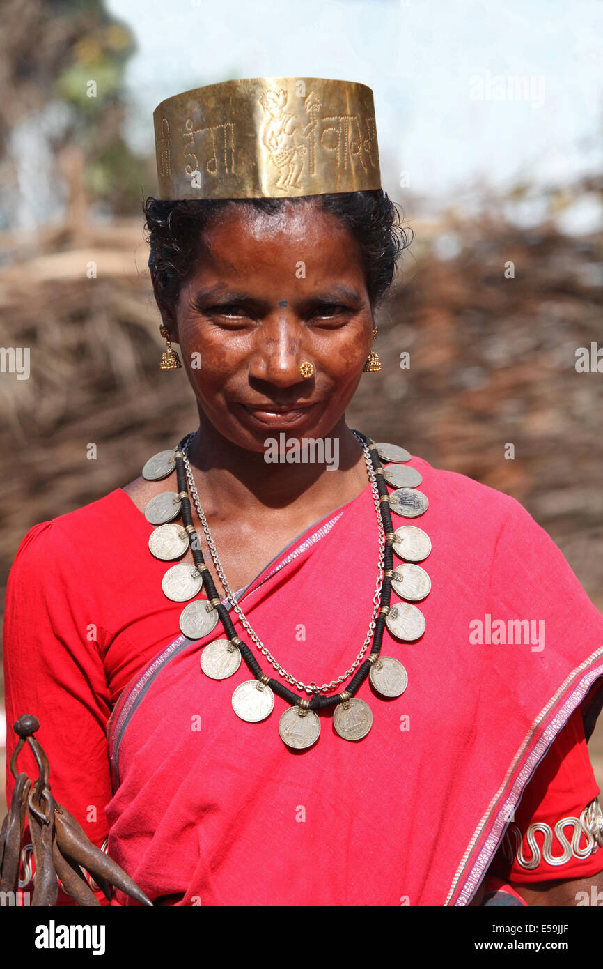 Portrait of a tribal woman dancer in traditional outfits. Bison Horn Maria tribe, Datalpara, Gamawada, Chattisgadh, - Stock Image
